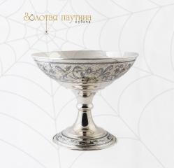 Серебряная ваза на высокое ножке